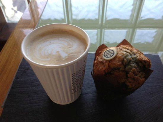 Moe's Cafe : Illy Coffee And A Muffin