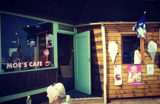 Moe's Cafe: Entrance