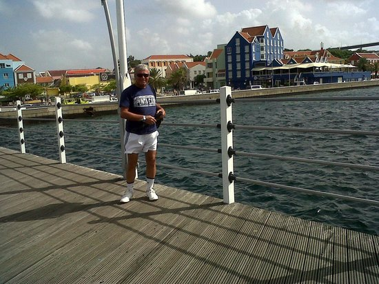 Sunscape Curacao Resort Spa & Casino: el puenteflotante en Willemstad....enfrente Otra Banda
