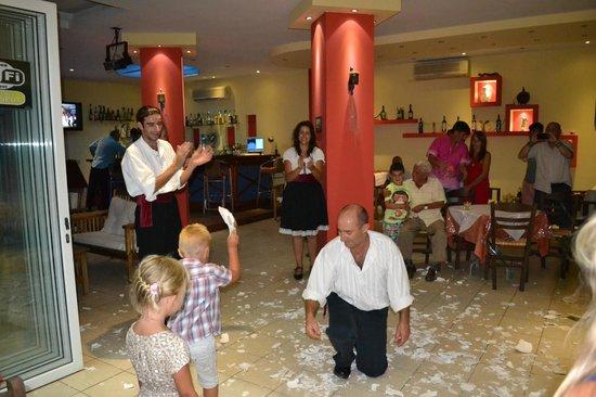 Silver Beach Hotel: Alexandros Greek Taverna.