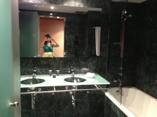 AC Hotel La Rioja: Baño muy chuli