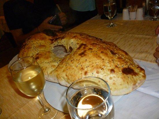 Bitez Pedesa Restaurant: fabulous sharing bread