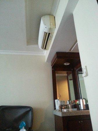 Cebu Parklane International Hotel: masking tape
