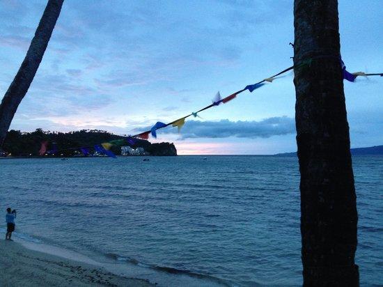 Sabang Inn Diver Dream Resort: Sunset fr Sabang Inn, Sabang beach