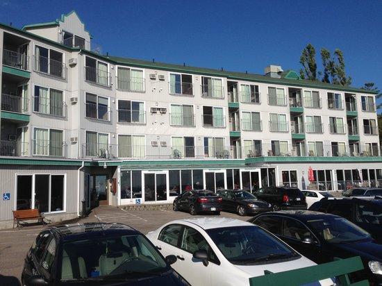 Hotel Pavillons Le Petit Manoir du Casino : Vue derrière l'hôtel