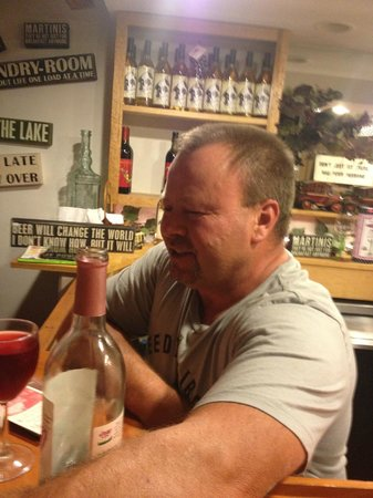 Cozy Cottages & Otter Valley Winery : Stephen the owner
