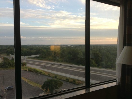 DoubleTree by Hilton Hotel St. Louis - Westport : 9th floor south windows view