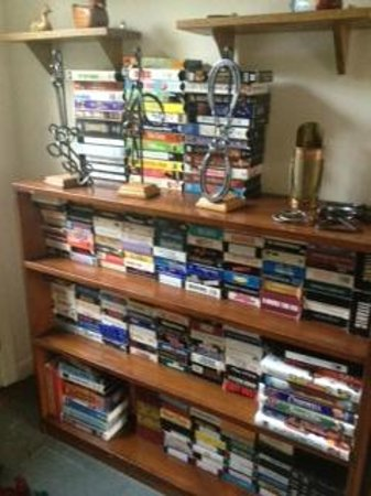 Wooden Duck B&B: vhs movies!