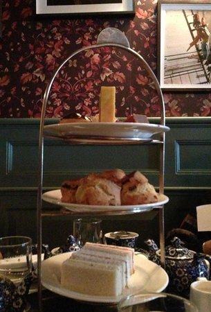 Dean Street Townhouse Hotel & Dining Room : The three-tier stand