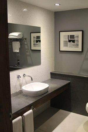 The George Hotel : Junior Suite Toilet