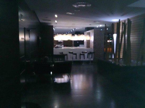 Hotel Silken Gran Teatro: Recepción desde el ascensor