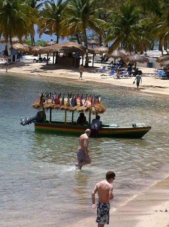 Windjammer Landing Villa Beach Resort: fruit guy, daily visit