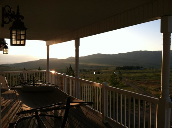 Abigail's Bed and Breakfast: Relaxing balcony with view!