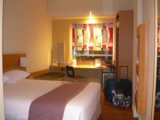 Ibis Mall Of The Emirates: stanza vista dalla porta d'ingresso