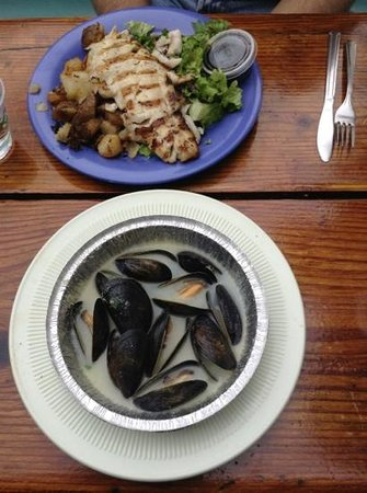The Reel Inn: Mussels and red snapper