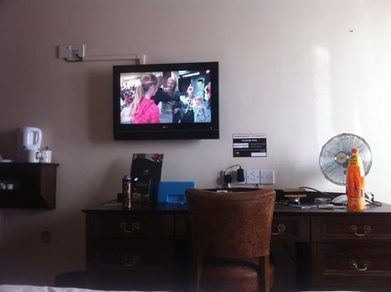Queens Hotel: tv kettle fan