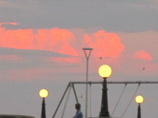 Boardwalk Cafe & Pub : sunset view from Boardwalk Ocean Front Room