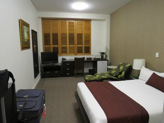 Adabco Boutique Hotel: Very comfy bed and lounge with gorgeous wooden shutters