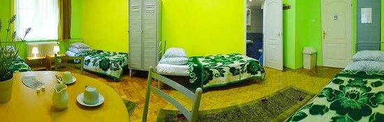 Budapest Budget Hostel : Standard 4 bed private ensuite