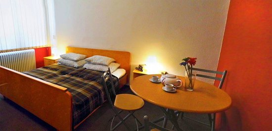 Budapest Budget Hostel: Standard double bed private