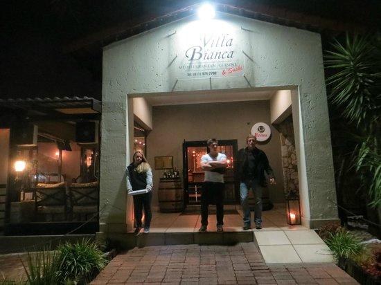 Villa Bianca: Fam in front of the Restaurant