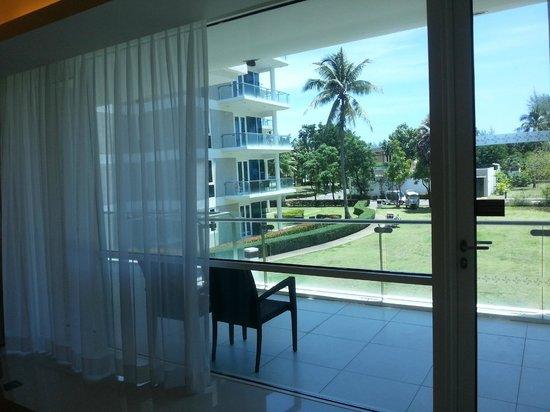 Grand West Sands Resort & Villas Phuket: Вид из номера