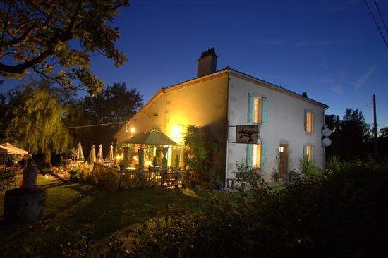 Le Moulin Monbahus: Le Moulin at night