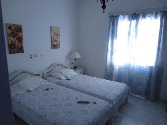 Melina Hotel: bed