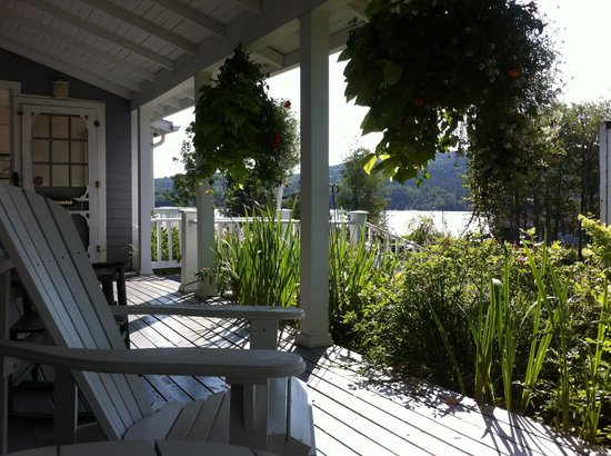 Broadwater Inn : Front porch.