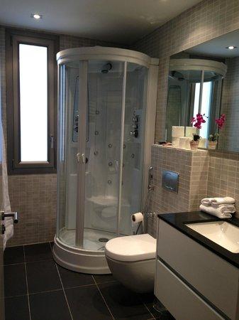 Bas Apartments Barcelona: lovely bathroom