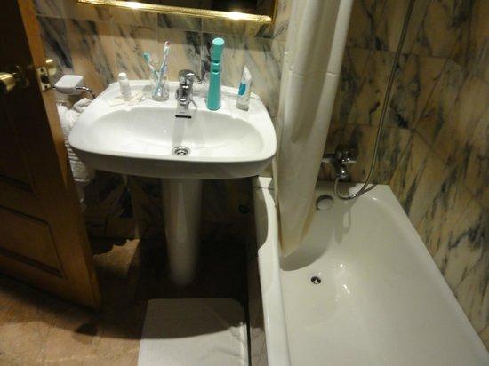 Hotel Ayron Park: Wastafel
