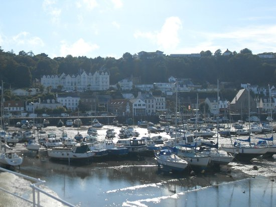 Somerville Hotel: View of the harbour at St Aubin with hotel in the background