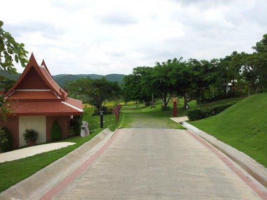 Baan Souchada Resort & Spa: LA RUE DANS L'HOTEL