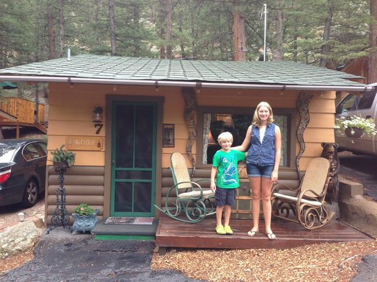 Pine Haven Resort: Antiques Cabin