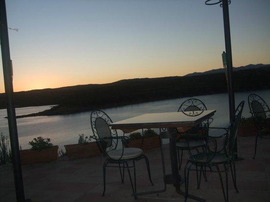 Hotel Balneario de Zújar- La Alcanacia : outside seating area to drink or eat