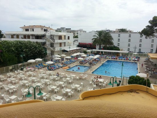 Hotel Roc Continental Park: View from room of pool!