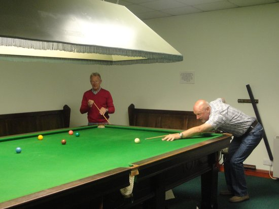 The Grange & Links: Snooker game