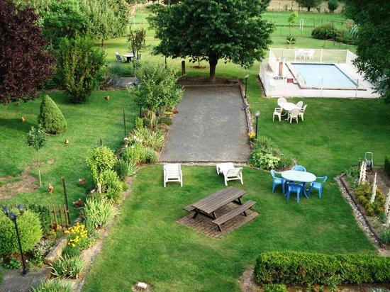 Ferme Martzloff : Garten mit Pool