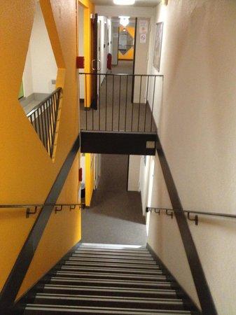 hotelF1 Calais Coquelles: Corridor and stairs