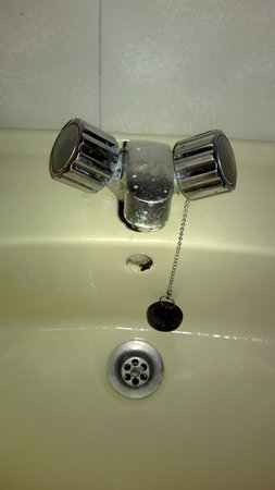 Kassandra Family ApartHotel : grime in the overflow and round the taps