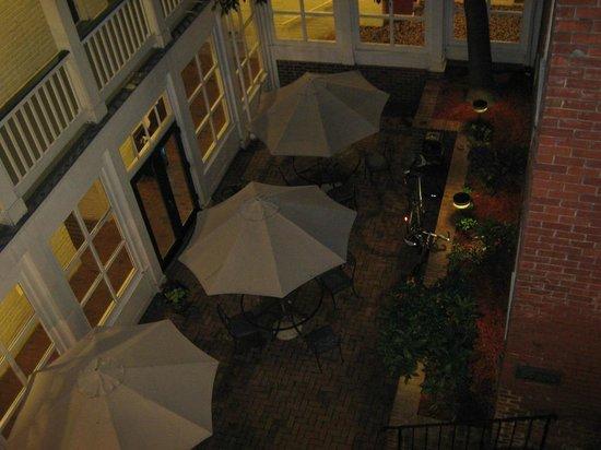 Linden Row Inn: Giardino