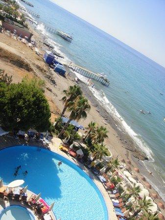 Anitas Hotel: Plaża z okna.