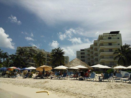 Ixchel Beach Hotel: Vista del hotel
