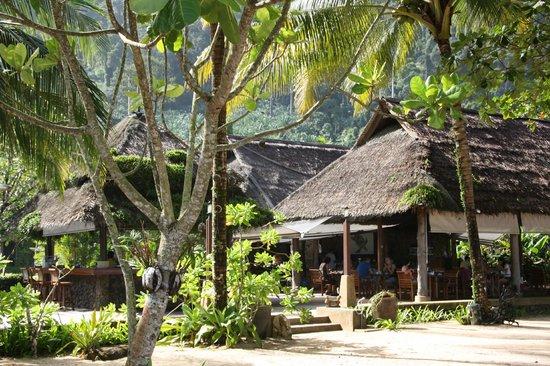 Khaolak Paradise Resort: restaurant near the beach