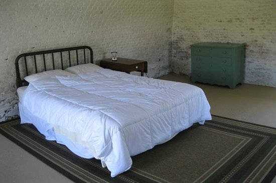 Rose Island Lighthouse: Fort Hamilton Barracks Room
