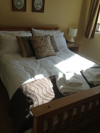 The Old Manse B & B: nice bed
