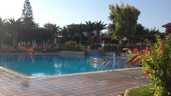 SuneoClub Chrissi Amoudia: la piscine
