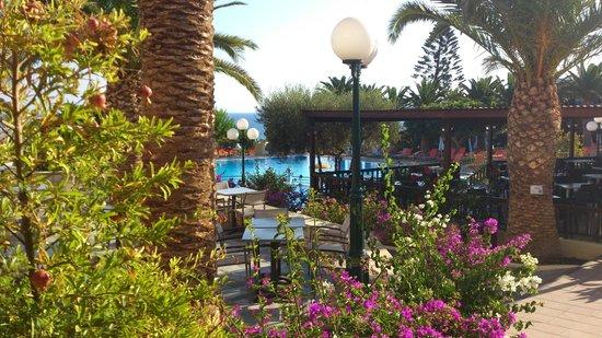 SuneoClub Chrissi Amoudia: vue de la terrasse