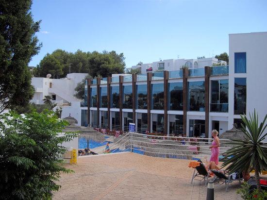Aparthotel Ferrera Blanca : Main eating area's and pool