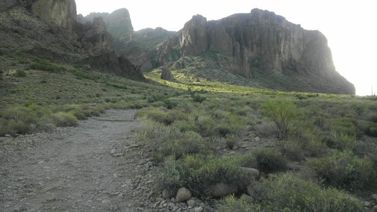 "Lost Dutchman State Park: Approaching the ""cut"" in the mountain range to access the trail to Flatiron"